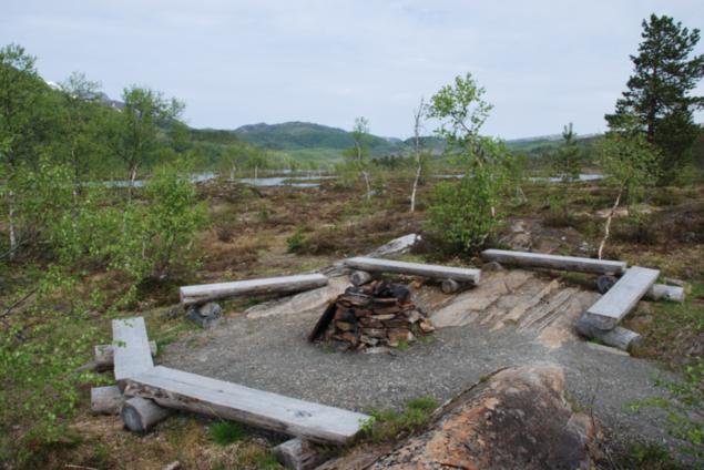 Bilde av bålplassen ved Graurvatnet