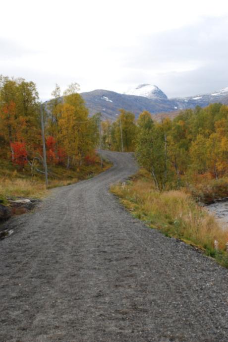 Bilde av veien mot Skaiti før den ble asfaltert