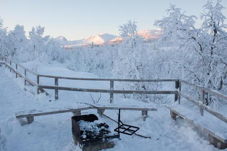 Bålplass ved gammen vinter